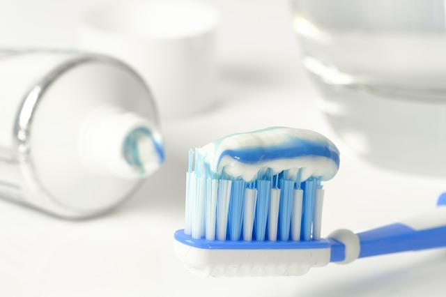 Wie oft sollten Sie Zähne putzen und Zahnseide verwenden?